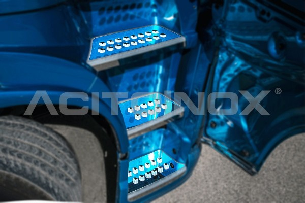 Cabin Steps Cover Volvo Fh4